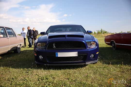 Fram av Ford Mustang GT 5.0 V8 Automatic, 426ps, 2014 på Tisdagsträffarna Vikingatider v.21 / 2018