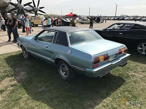 Back/Side of Ford Mustang Coupe Ghia 4.9 V8 Automatic, 136ps, 1976 at Old Car Land no.1 2017