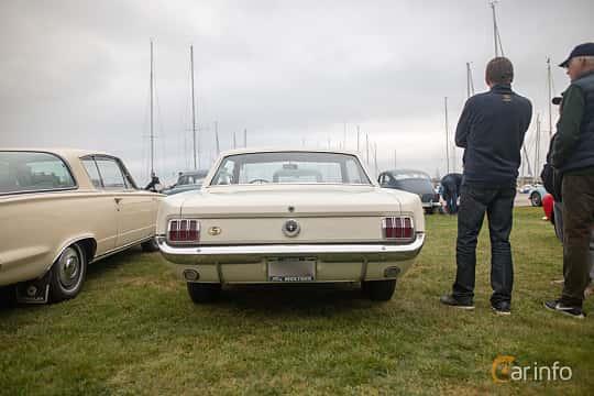 Back/Side of Ford Mustang GT Hardtop 4.7 V8 Manual, 228ps, 1965 at Veteranbilsträff i Vikens hamn  2019 Maj