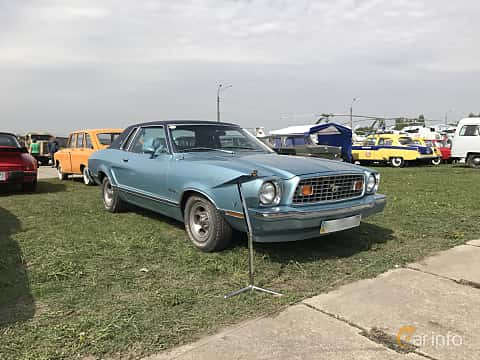 Front/Side  of Ford Mustang Coupe Ghia 4.9 V8 Automatic, 136ps, 1976 at Old Car Land no.1 2017