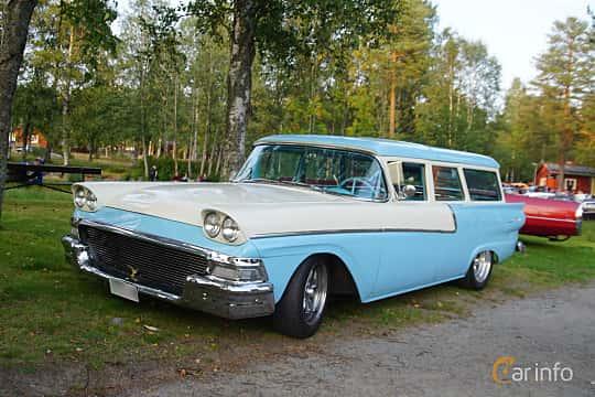 Front/Side  of Ford Ranch Wagon Fordor 3.7 Automatic, 147ps, 1958 at Onsdagsträffar på Gammlia Umeå 2019 vecka 35