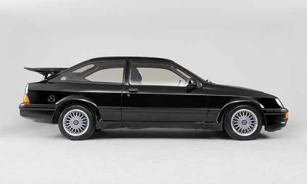 Side  of Ford Sierra RS Cosworth 3-door 2.0 Manual, 204hp, 1986