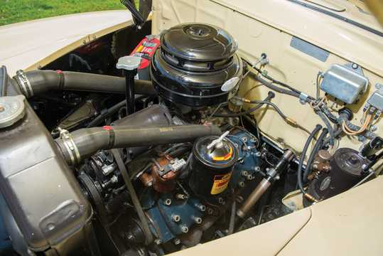 Engine compartment  of Ford Super Deluxe Convertible Club Coupé 3.9 V8 Manual, 102hp, 1947