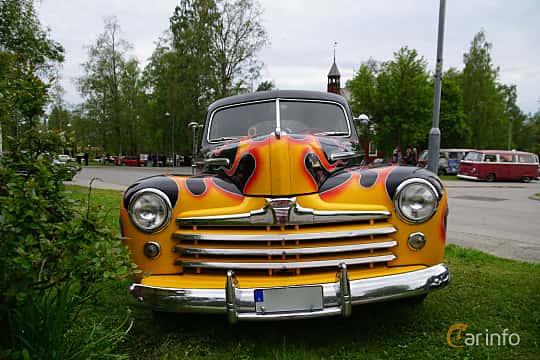 Front  of Ford Super Deluxe Sedan Coupé 3.9 V8 Manual, 102ps, 1946 at Onsdagsträffar på Gammlia Umeå 2019 vecka 23