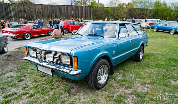 Front/Side  of Ford Taunus Turnier 1.6 Manual, 72ps, 1973 at Vårcruising Järna 2019