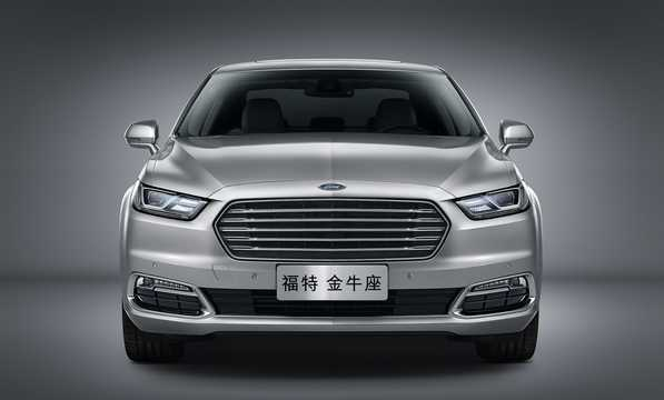 Front  of Ford Taurus EcoBoost 325 2.7 V6 EcoBoost Automatic, 325hp, 2016