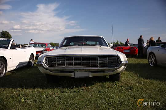 Fram av Ford Thunderbird 2-door Hardtop 6.4 V8 Automatic, 320ps, 1968 på Tisdagsträffarna Vikingatider v.21 / 2018