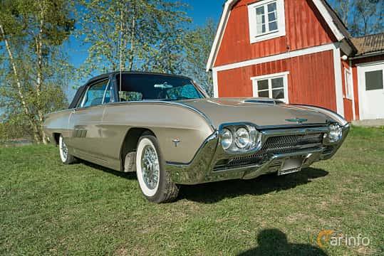Front/Side  of Ford Thunderbird Convertible 6.4 V8 Automatic, 305ps, 1963 at Lissma Classic Car 2019 vecka 20
