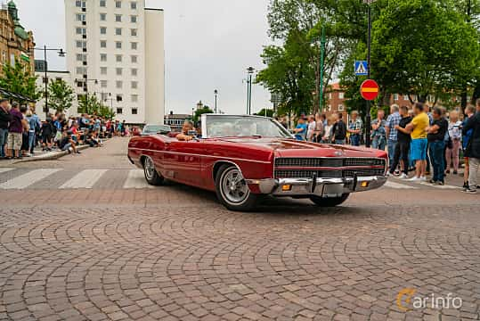Front/Side  of Ford XL Convertible 7.0 V8 Automatic, 324ps, 1969 at Nässjö Cruising 2019