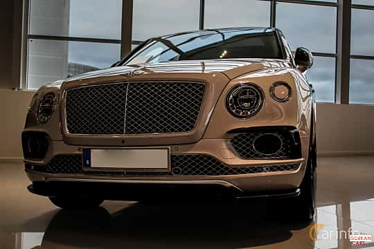 Front  of Bentley Bentayga 6.0 W12 Automatic, 608ps, 2016