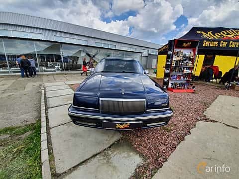 Front  of Chrysler New Yorker 3.3 V6 Automatic, 150ps, 1992 at Old Car Land no.1 2019