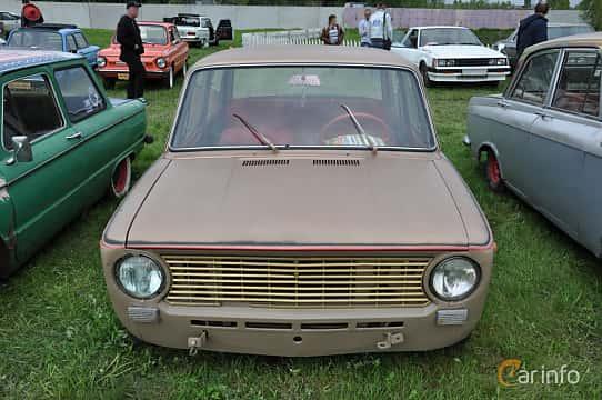 Front  of VAZ 21011 1.3 Manual, 69ps, 1974 at Old Car Land no.1 2019