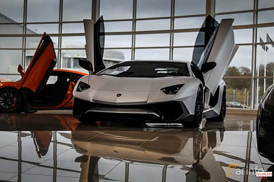 Front/Side  of Lamborghini Aventador LP 750-4 SV 6.5 V12 ISR, 750ps, 2017