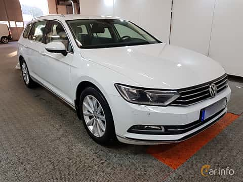 Front/Side  of Volkswagen Passat Variant 2.0 TDI SCR BlueMotion Manual, 190ps, 2015