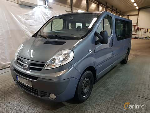 Front/Side  of Nissan Primastar Combi 2.0 dCi Manual, 114ps, 2011