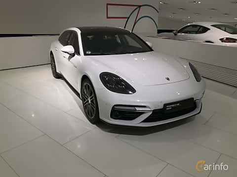 Fram/Sida av Porsche Panamera Turbo S E-Hybrid Sport Turismo 4.0 V8 4 + 14.1 kWh PDK, 680ps, 2019