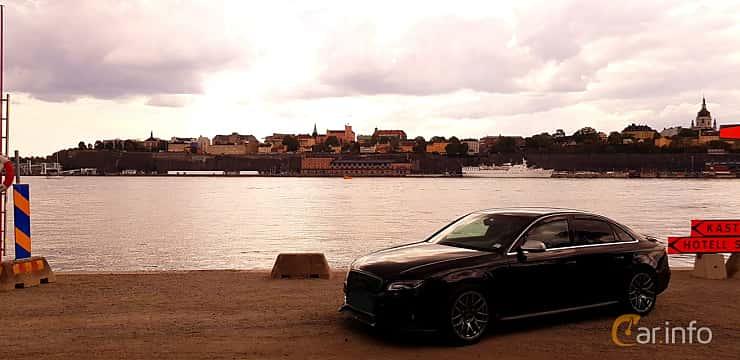 Front/Side  of Audi A4 Sedan 2008
