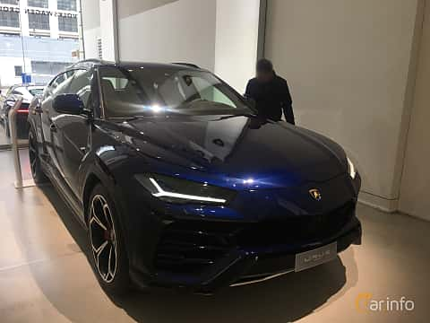 Front/Side of Lamborghini Urus 4.0 V8 AWD Automatic, 650ps, 2019