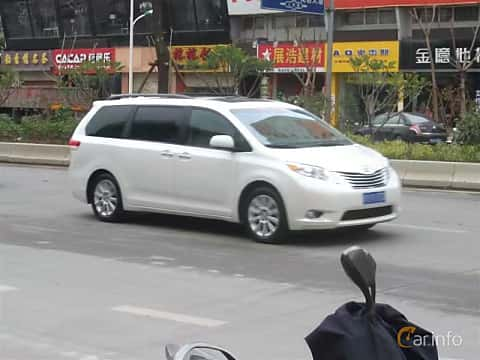 Front/Side  of Toyota Sienna 2011