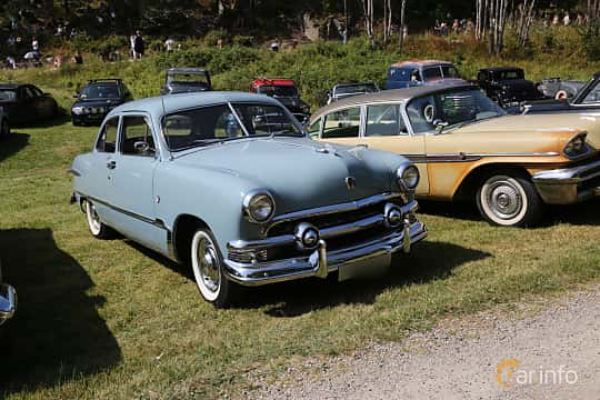 Front/Side  of Ford Custom Deluxe Tudor Sedan 3.9 V8 102ps, 1951 at A-bombers - Old Style Weekend Backamo 2019