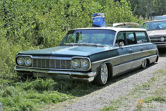 Front/Side  of Chevrolet Impala 6-passenger Station Wagon 5.4 V8 253ps, 1964 at A-bombers - Old Style Weekend Backamo 2019