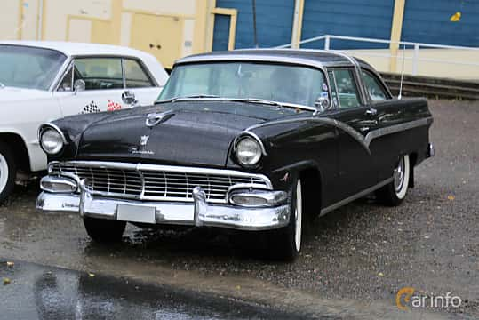 Front/Side  of Ford Fairlane Crown Victoria 5.1 V8 Automatic, 228ps, 1956 at Bil & MC-träffar i Huskvarna Folkets Park 2019 Amerikanska fordon
