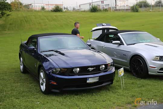 Front/Side  of Ford Mustang GT Convertible 4.6 V8 320ps, 2010 at Bil & MC-träffar i Huskvarna Folkets Park 2019 Amerikanska fordon