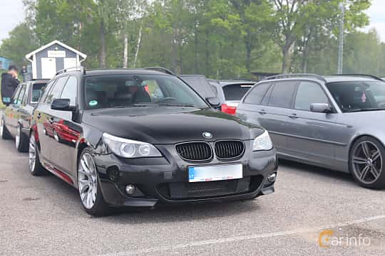 Front/Side  of BMW 5 Series Touring 2004 at Bimmers of Sweden @ Mantorp 2019