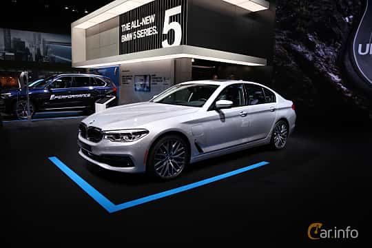 Fram/Sida av BMW 530e xDrive iPerformance Sedan 2.0 xDrive iPerformance Steptronic, 252ps, 2017 på North American International Auto Show 2017