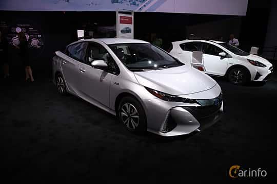Fram/Sida av Toyota Prius Plug-in Hybrid 1.8 VVT-i Plug-in CVT, 123ps, 2017 på North American International Auto Show 2018