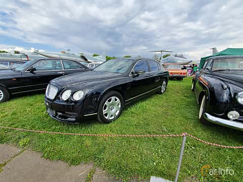 Front/Side  of Bentley Continental Flying Spur 6.0 W12 560ps, 2007 at Old Car Land no.1 2019