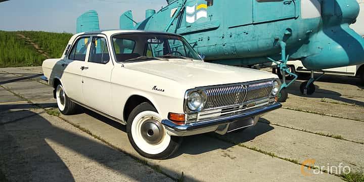 Front/Side  of GAZ 24 Volga 2.4 Manual, 95ps, 1970 at Old Car Land no.1 2019