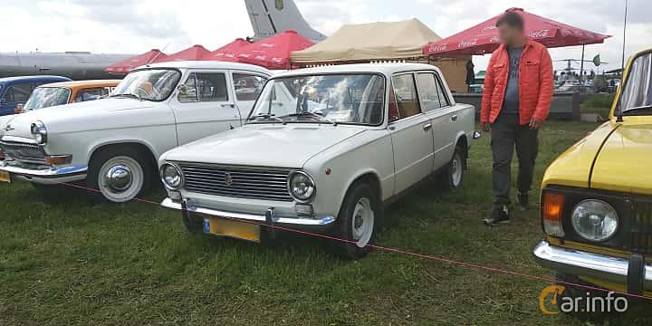 Front/Side  of VAZ 2101 1.2 Manual, 64ps, 1978 at Old Car Land no.1 2019