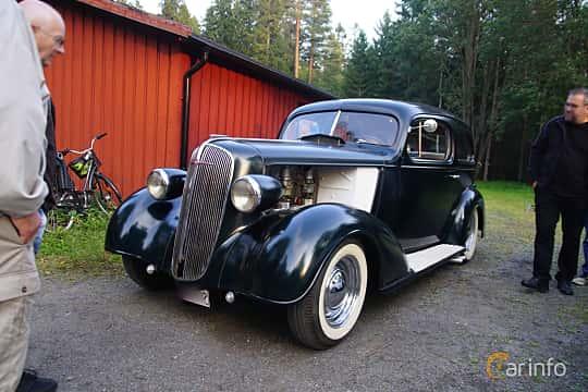 Front/Side  of Chevrolet Standard Town Sedan 3.4 Manual, 80ps, 1936 at Onsdagsträffar på Gammlia Umeå 2019 vecka 35