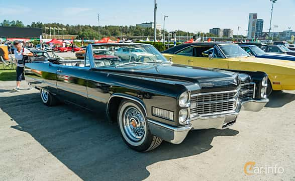 Front/Side  of Cadillac De Ville Convertible 7.0 V8 OHV Hydra-Matic, 345ps, 1966 at Stockholm Vintage & Sports Car meet 2019