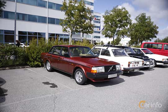 Front/Side  of Volvo 244 1984 at Vrom - Volvo Rendezvous & Owners Meeting 2017