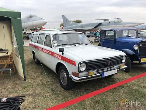 Front/Side  of GAZ 24-13 Volga 2.4 Manual, 100ps, 1989 at Old Car Land no.2 2019
