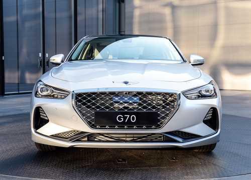 Front  of Genesis G70 2018