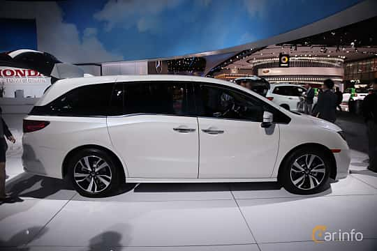 Side  of Honda Odyssey (NA) 2017 at North American International Auto Show 2017