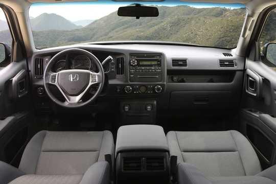 Interior of Honda Ridgeline 3.5 V6 4WD Automatic, 258hp, 2014