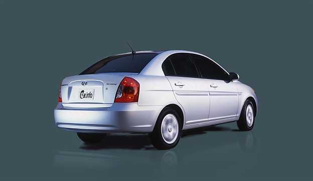 Back/Side of Hyundai Accent Sedan 2008