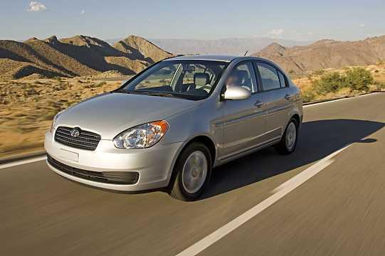 Front/Side  of Hyundai Accent Sedan 2008