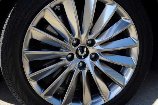 Close-up of Hyundai Equus 5.0 V8 GDi Shiftronic, 435hp, 2015