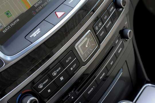 Interior of Hyundai Equus 5.0 V8 GDi Shiftronic, 435hp, 2015