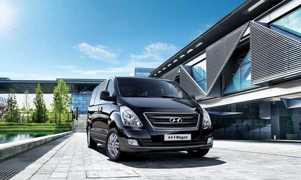 Front/Side  of Hyundai H-1 Travel 2015