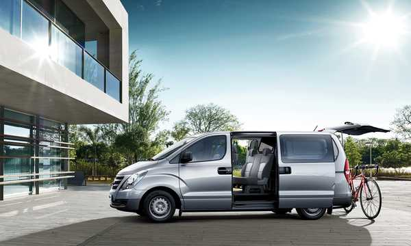 Side  of Hyundai H-1 Travel 2015