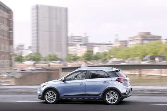 Side  of Hyundai i20 Active 1.4 CRDi Manual, 90hp, 2015