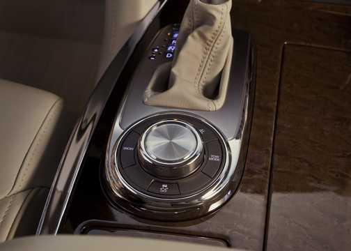 Interior of Infiniti QX56 5.6 V8 AWD Automatic, 408hp, 2011