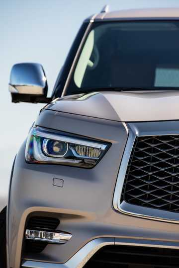 Close-up of Infiniti QX80 5.6 V8 AWD Automatic, 408hp, 2018