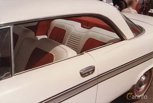 Interior of Chrysler New Yorker 2-door Hardtop 6.4 V8 Automatic, 330ps, 1957